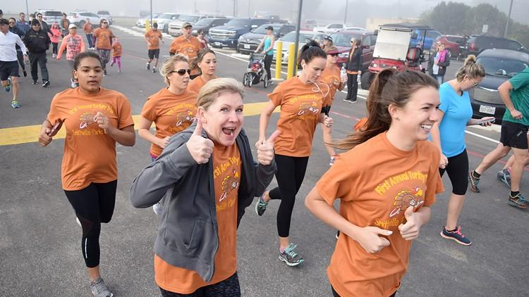 Families enjoy Smithville's annual Turkey Trot 5K